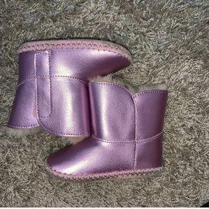 Purple baby UGG 👶
